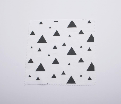 Rtriangle_pattern_vertical_white_background-03_comment_460160_preview