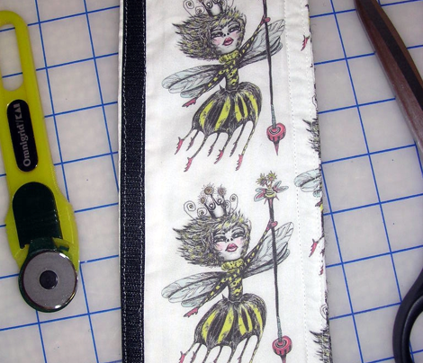 Queen Bee, small scale, paper background