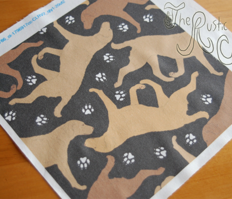 Trotting Chessies and paw prints - black