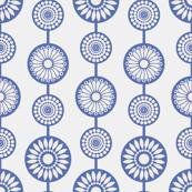 gueth_flower_string_blue