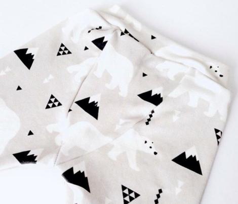 Cute polar bear winter mountain geometric triangle print XL