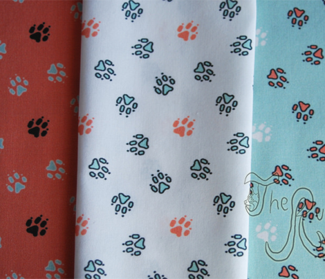 Trotting paw prints - white coral and mint