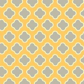 Quatrefoil Gold Cream