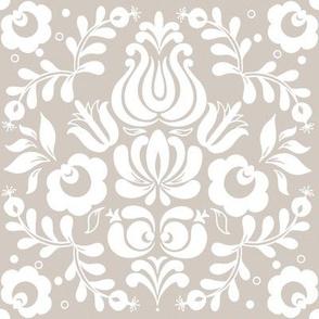 Ingela in white on Belgian linen