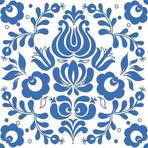 Ingela in delfts blauw on white