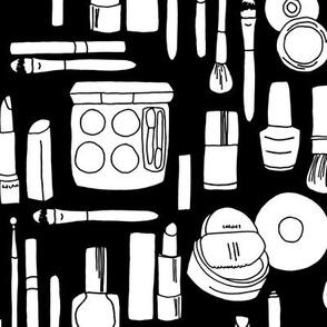 makeup // beauty black and white fashion print
