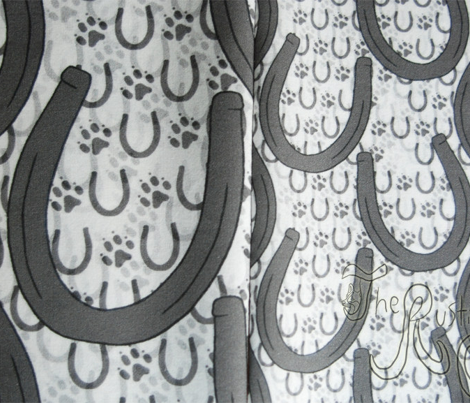 Horseshoes and paw prints - small