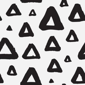 Grunge triangles b/w