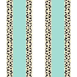 Cheetah Stripes VERTICAL  -  Mint Snow