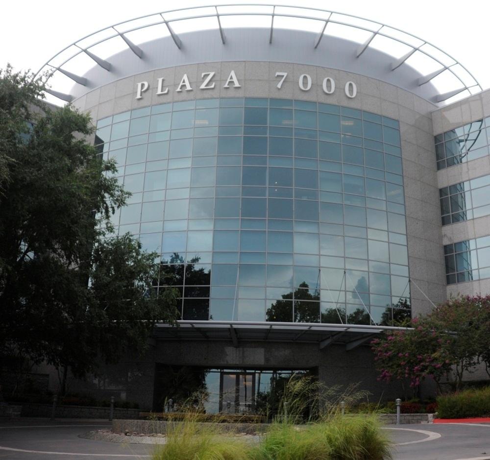 Plaza_7000_1