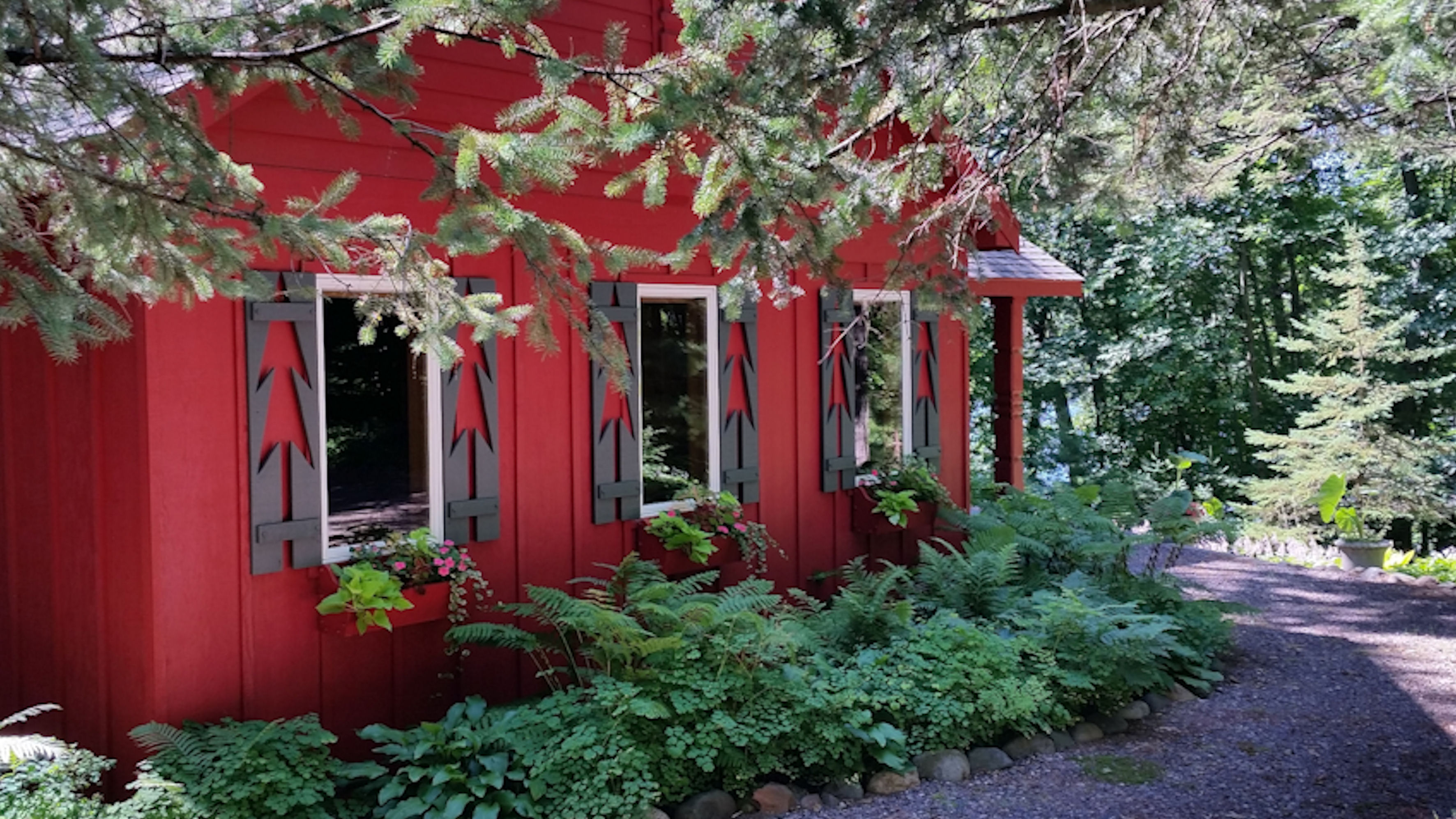 A Small Cabin in Northern Wisconsin With Dollhouse Charm