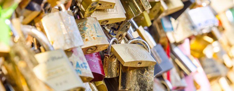a-creative-valentines-day-gift-idea-from-sofitel-chicago-love-locks