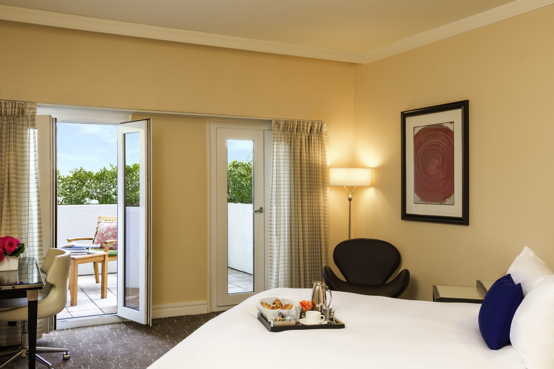 Sofitel Los Angeles at Beverly Hills ROOMS & SUITES