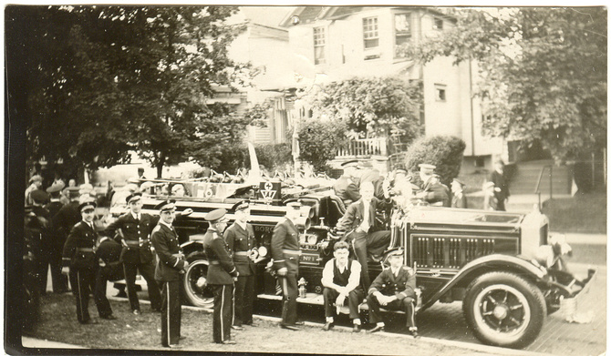 Early Ferndale fire truck with volunteers. Date unknown.