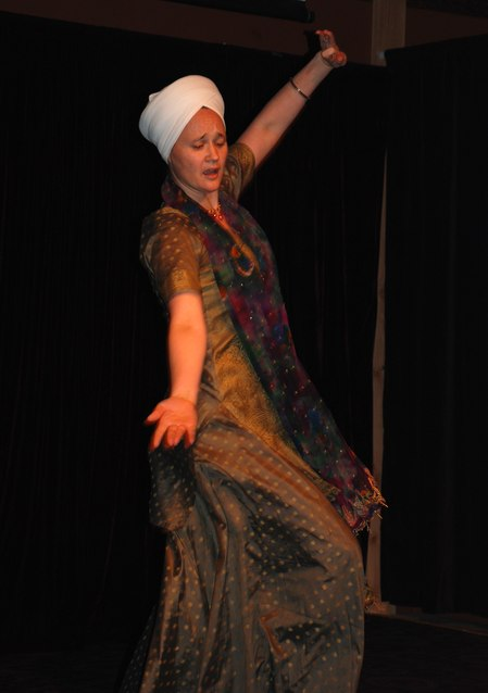 Sat Pavan Khalsa performing a Bollywood number.