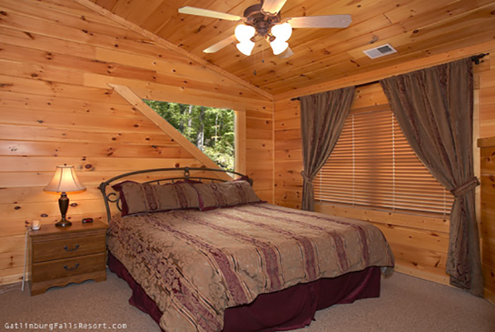 Gatlinburg Cabin Smoky Pleasure 2 Bedroom Sleeps 15 Swimming Pool Access Bunk Beds