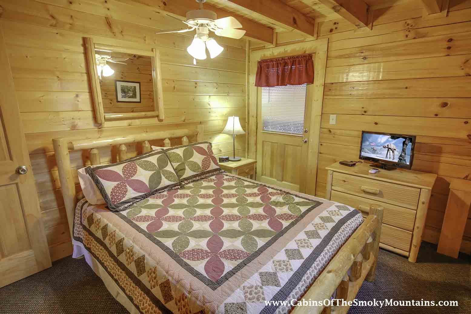 Pigeon forge cabin kountry kozy 2 bedroom sleeps 4 swimming pool access for 2 bedroom hotels in pigeon forge