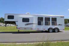 3228 Getaway 3 Horse Living Quarter Trailer Walnut Interior