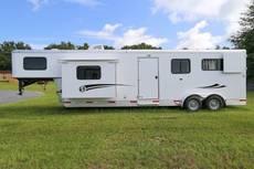STRAIGHT LOAD Pro Series Living Quarter Horse Trailer