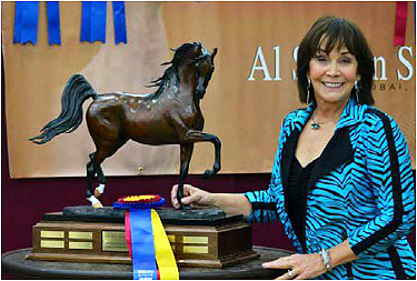 Janey Morse with the King of Kings Bronze Memorial Trophy for Don Morse