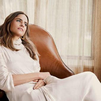Amanda Peet-Emmy Magazine