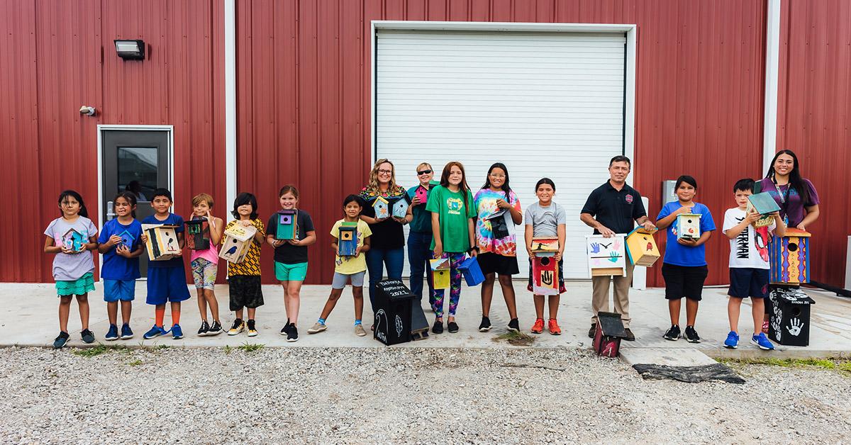 Daposka Ahnkodapi students build birdhouses for Heritage Trail