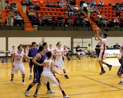 Pawhuska Huskies edge out Hominy Bucks