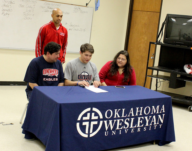 Redeagle soars in basketball and lands a full scholarship to Oklahoma Wesleyan