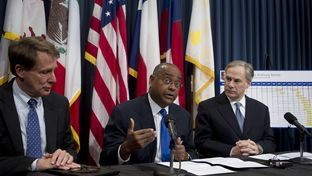 Sen. Rodney Ellis, D-Houston, c, discusses SB 1292 on pre-trial DNA testing March 19, 2013 with Sen. Robert Duncan, l, and Attorney Gen. Greg Abbott.