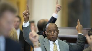 State Rep. Sylvester Turner, D-Houston, votes to table an amendment on SB 1 state budget bill on April 4, 2013.