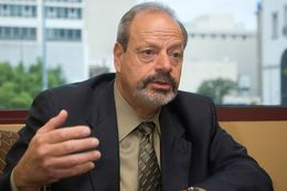 Newly elected El Paso Mayor Oscar Leeser in the El Paso City Hall, Jul. 16, 2013.