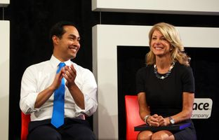 Wendy Davis speaks with San Antonio Mayor Julian Castro before he endorses her as candidate for governor at Rackspace Hosting in San Antonio, Oct. 7, 2013.
