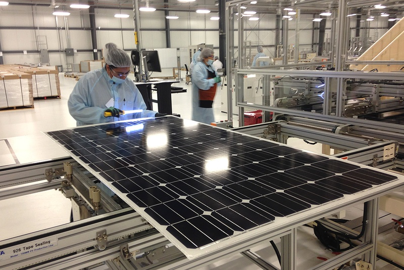 in texas solar manufacturer ramps up production the texas tribune. Black Bedroom Furniture Sets. Home Design Ideas