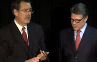 David Botsford (l.) and former Texas Gov. Rick Perry at a press conference in Austin, Texas on Jan. 28, 2015.