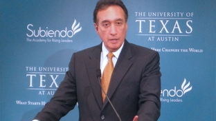 Henry Cisneros addresses students at UT Austin, July 20, 2010.