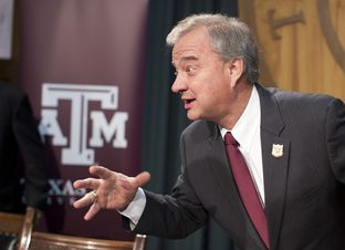A&M System Chancellor John Sharp explains the 25X25 engineering initiative at a Capitol press conference on Jan. 23, 2013.