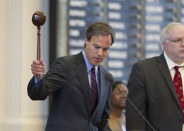House Speaker Joe Straus (l), R-San Antonio, adjourns the House of Representatives sine die on June 29, 2011.