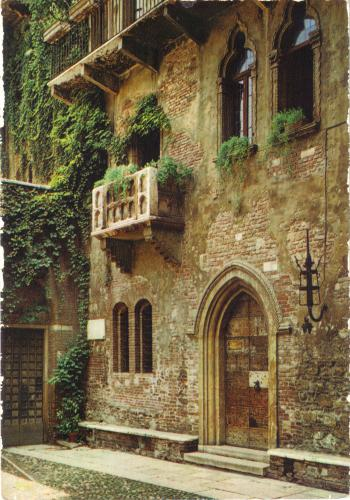 Juliet's balcony in Verona. Italy.The card is unique!!! I really like it. Grazie Nicoletta
