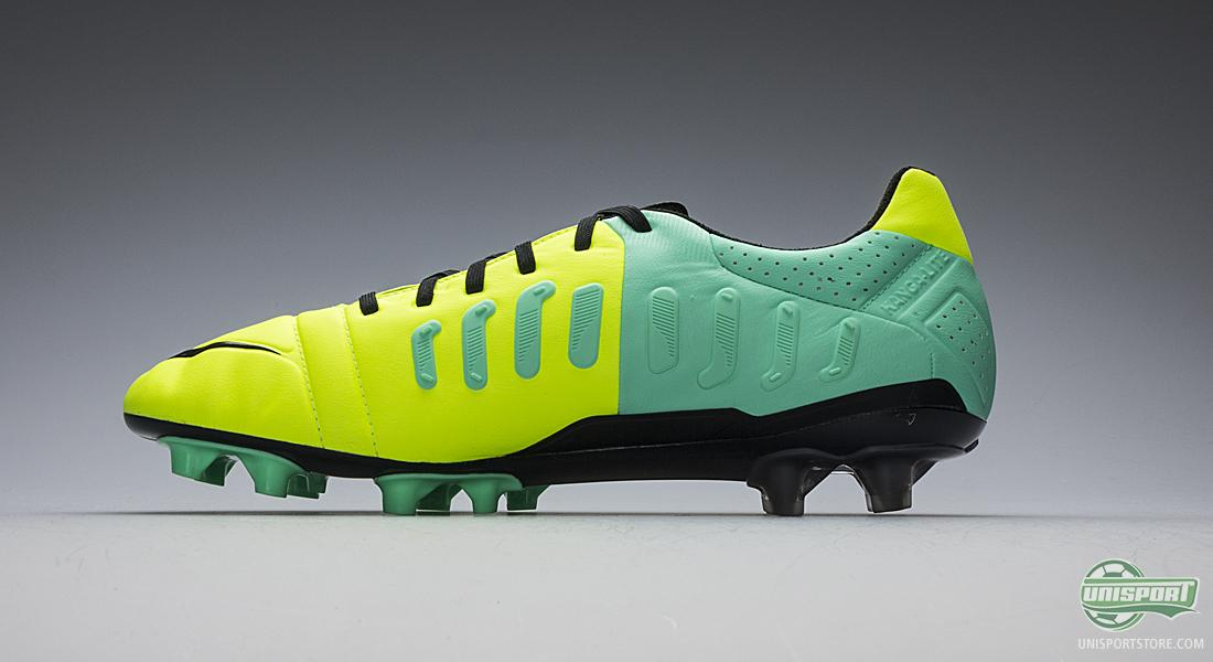 Nike CTR 360 Maestri III Hi-Vis - Full of control and full of colour