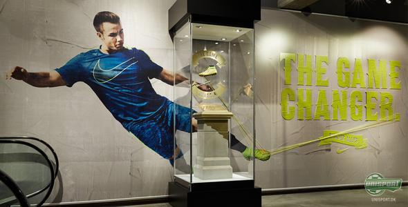 Mario Götze's VM-vindende Nike Magista Obra udstilles