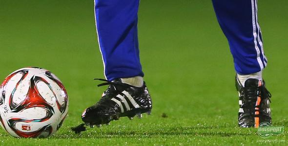 Is Xabi Alonso testing a new adidas 11pro boot?