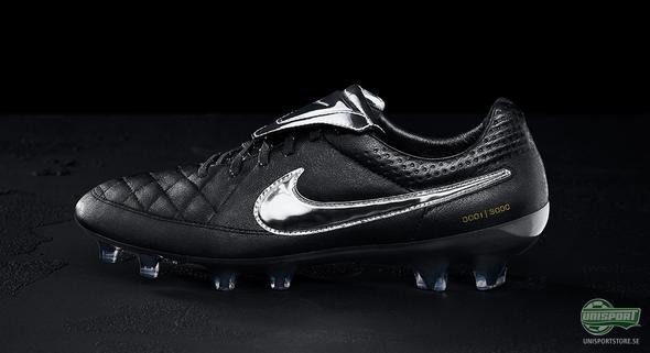 Nike hyllar Totti med limiterade fotbollsskor