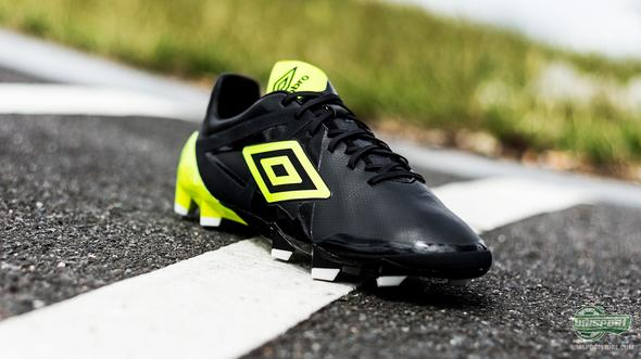 Umbro Velocita Pro Black/Safety Yellow - Stand back or get blown away