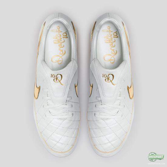 'A Touch of Gold' - Nike unveil a signature boot for Ronaldinho