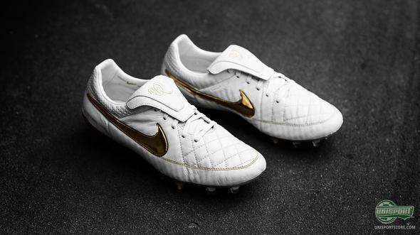 Ronaldinho's Nike Tiempo Legend Touch of Gold has arrived!
