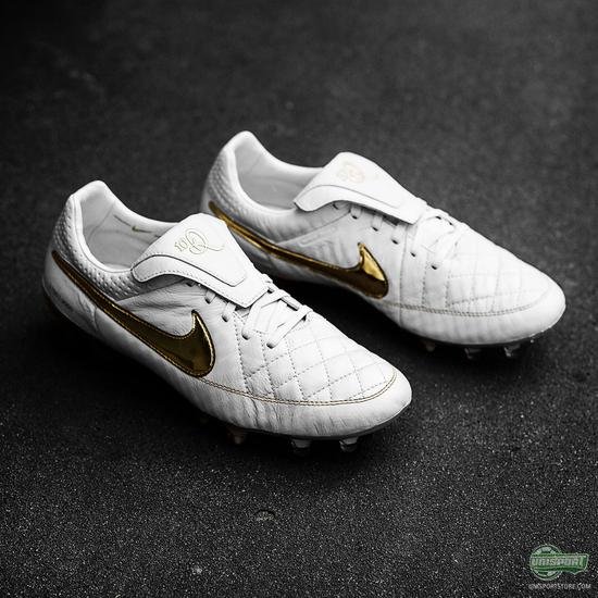 Only 3000 pairs will be made worldwide of the new boot for the always  elegant and cheerful Ronaldinho. The boot is made with an exquisite design,  ...