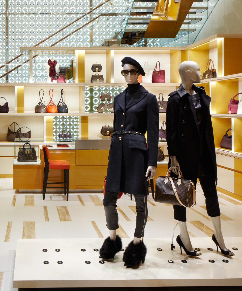 05_Structure_LouisVuitton_Colour_Half