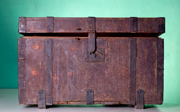 how to spot fake antiques