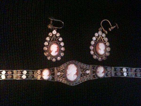 Antique Spotlight: Cameo Jewelry