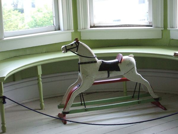 If You Love Horses, You've Gotta See These Awesome Horse-themed Items!
